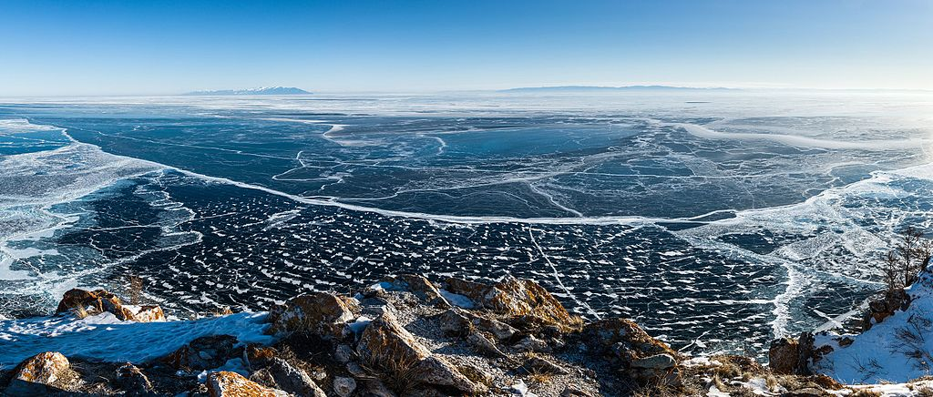 Panorama_of_lake_Baikal.jpg