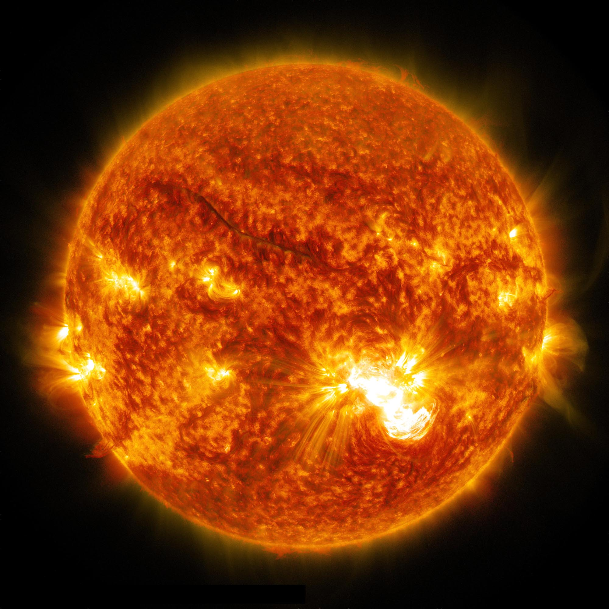giant-sunspot-major-solar-flare-oct24-2014.jpg